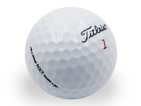 titleist-nxt-reciclada-person-golf-ball-shop-on-line