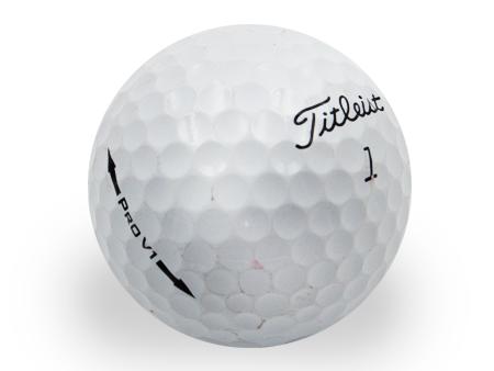 titleist-prov1-reciclada-person-golf-ball-shop-on-line